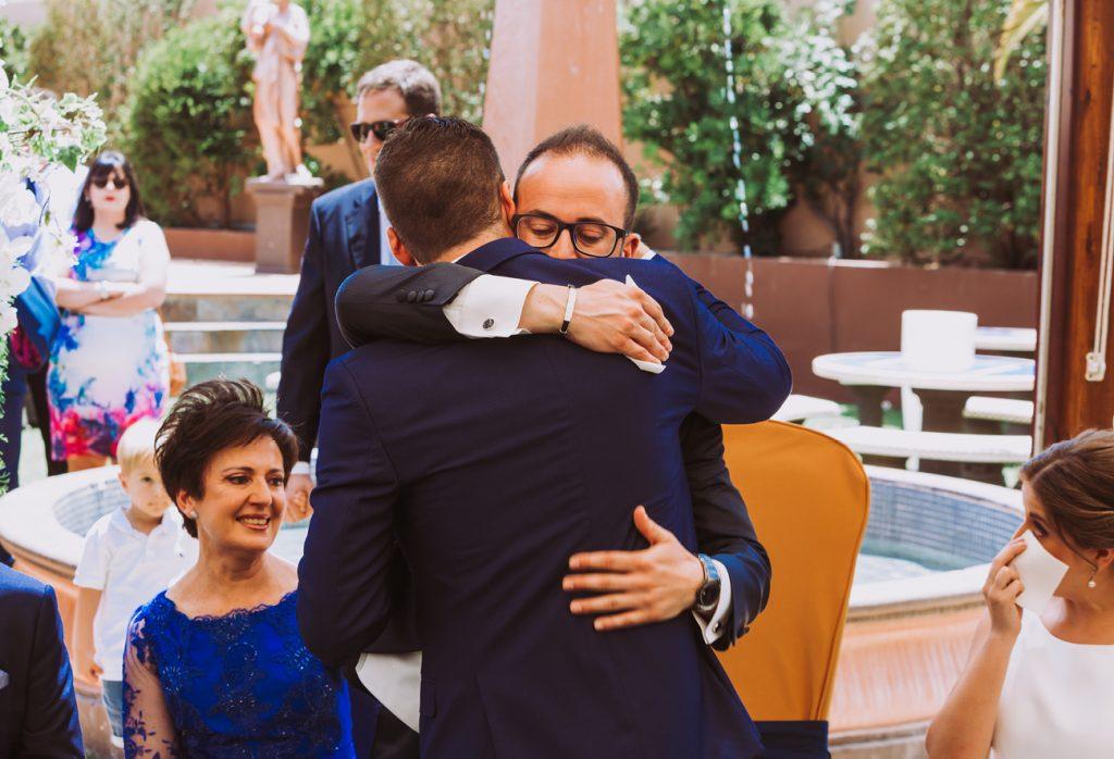 abrazo hermano