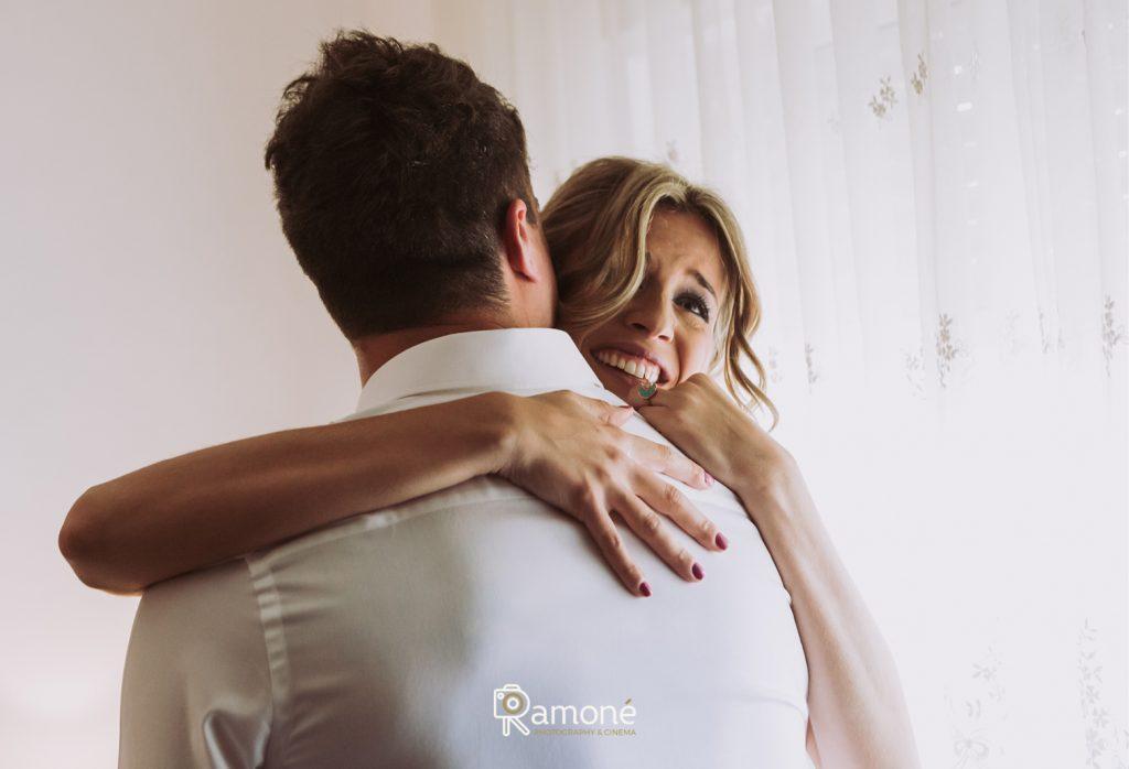 abrazo hermana del novio