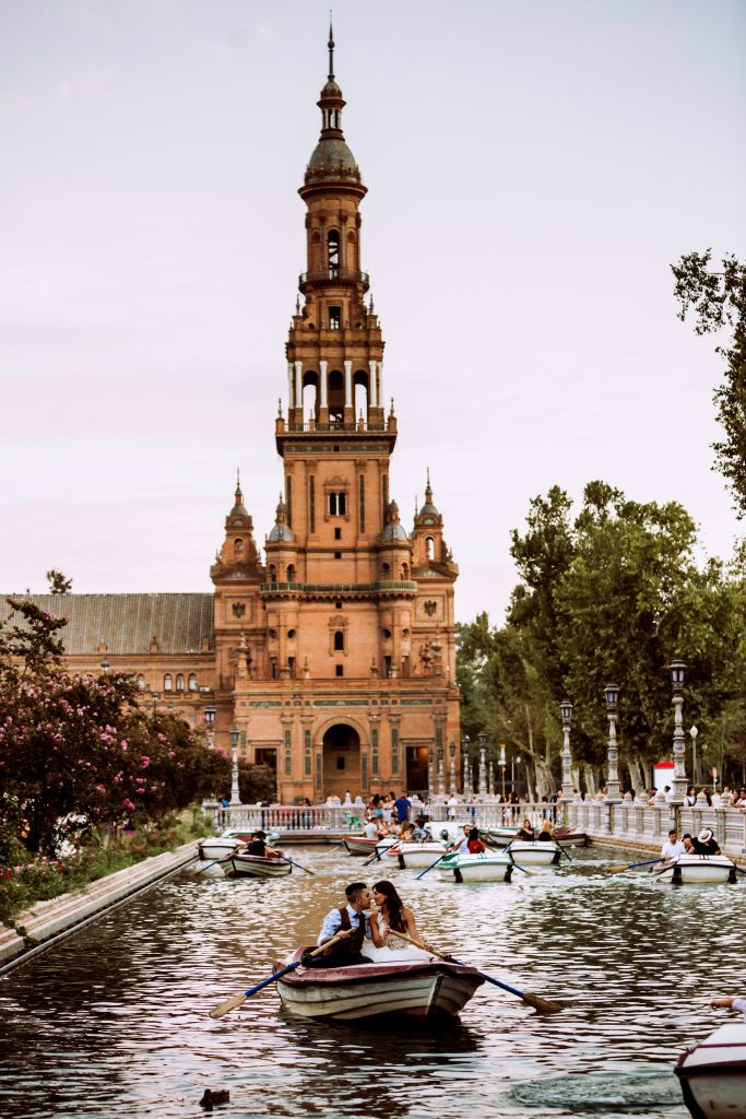 fotos novios barca plaza españa sevilla